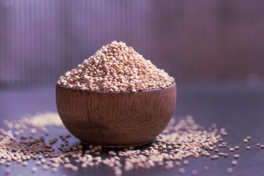 quinoa bianca in scodella